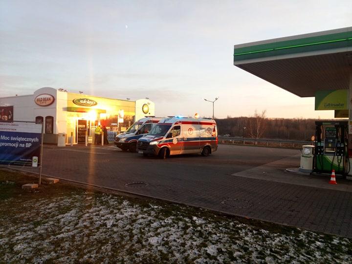 Około godziny 15.00 na Drogowej Trasie Średnicowej przy granicy Rudy Śląskiej z Zabrzem doszło do dachowania samochodu osobowego. Oprócz kierowcy, w aucie było dwoje dzieci. Zostały przewiezione do szpitala.