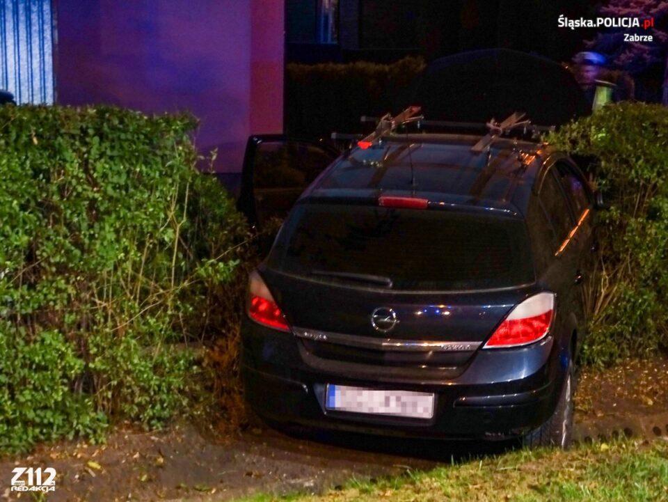 Uszkodzone ogrodzenie, porzucony opel na ul Wiśniowej w Zabrzu to efekt brawurowej jazdy pijanego kierowcy. Wczoraj po godz. 19.00 zabrzańscy policjanci otrzymali zgłoszenie w tej sprawie. Dotarcie do pijanego kierowcy było tylko kwestią czasu.