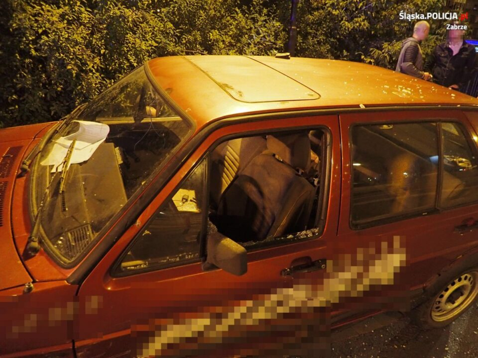 Ponad dwa promile alkoholu w organizmie oraz dożywotni zakaz prowadzenia pojazdów miał 27 letni kierowca vw golfa, który w miniony czwartek uderzył w radiowóz. Mieszkaniec Grodkowa Opolskiego nie zatrzymał się do kontroli policyjnej na ul. Wolności 437 w Zabrzu.